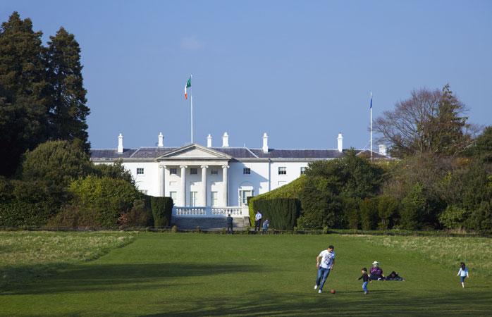 Le parc Phoenix abrite quelques-uns des plus grands sites de la ville, dont la résidence du Président de l'Irlande
