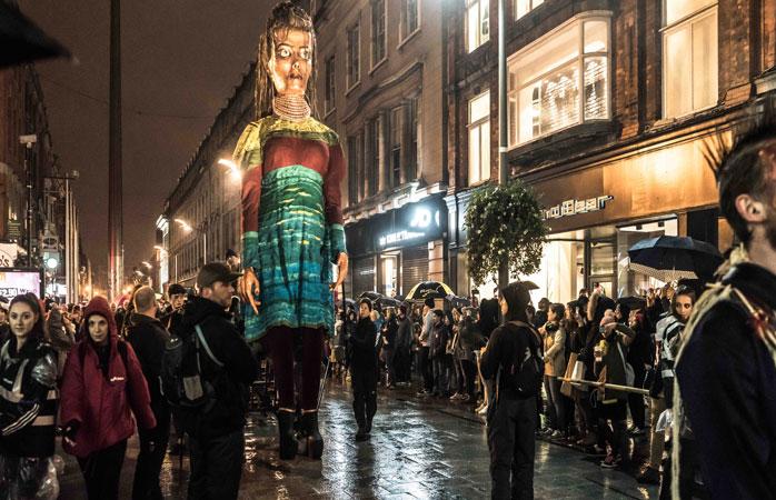 La parade maléfique de la troupe Macnas durant le Bram Stoker Festival de Dublin