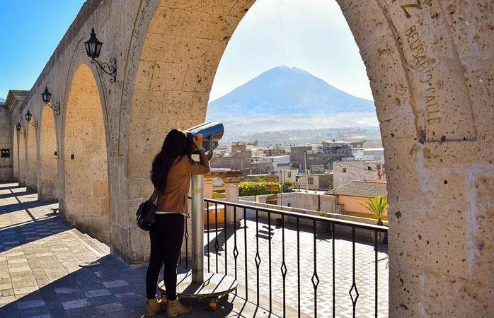 Admirez des vues incomparables depuis le Mirador de Yanahuara - Arequipa, Pérou
