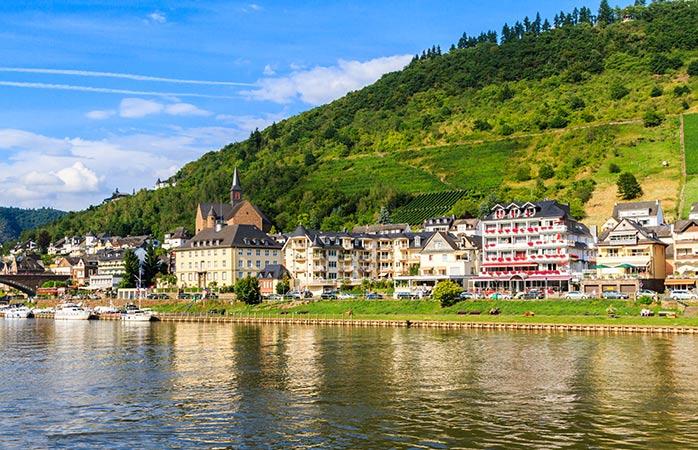 Coblence, en Allemagne, est une très jolie ville et une destination alternative parfaite pour les vacances d'été