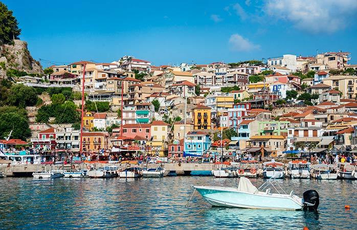 Les maisons colorées de la ville grecque de Parga