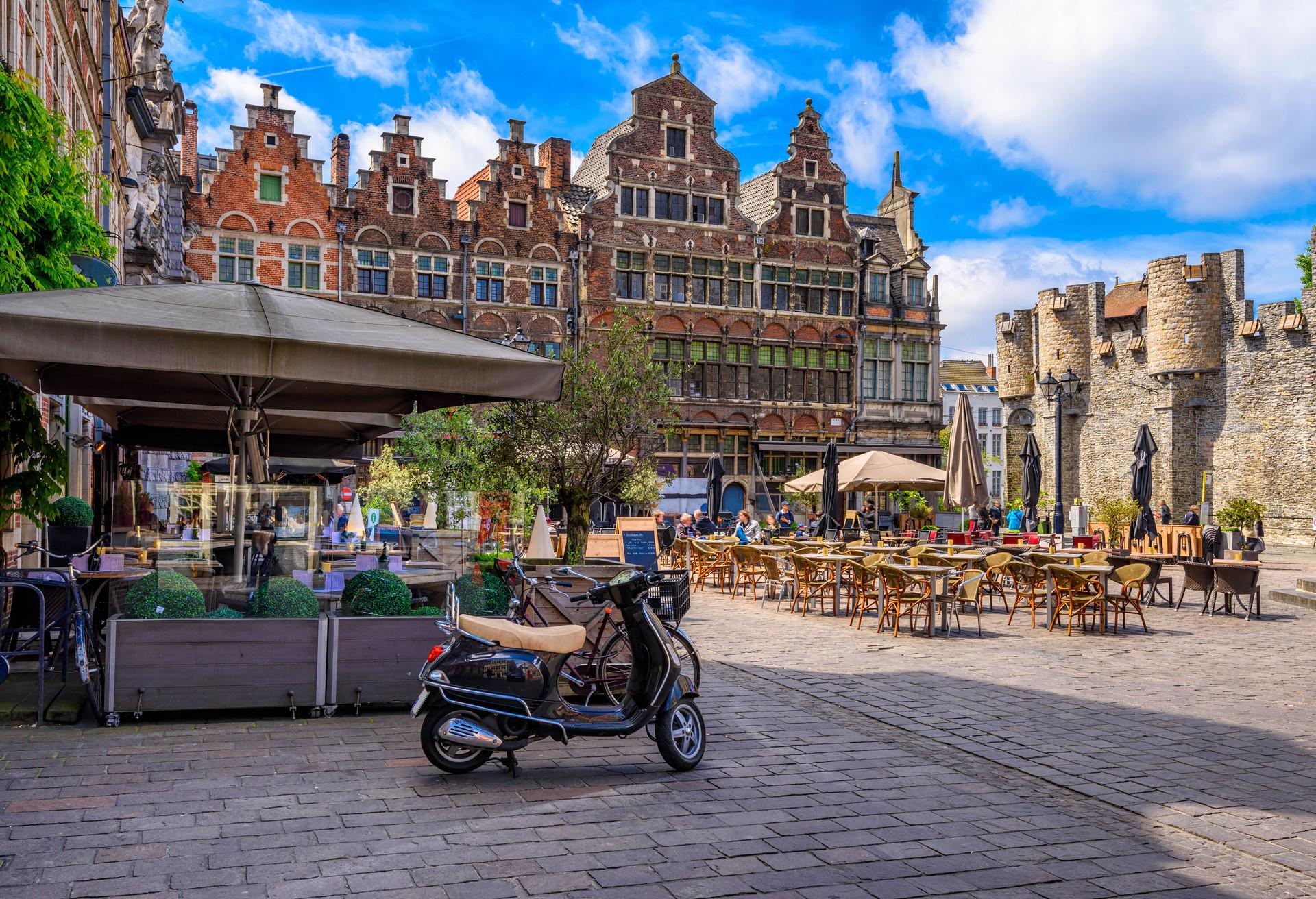 Majestueuse tout en restant très accessible – la jolie ville de Gand