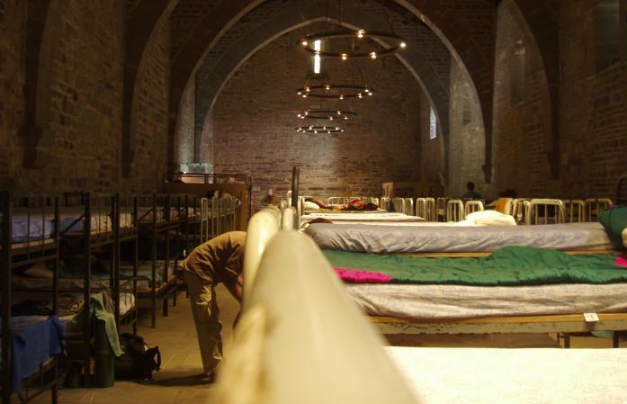 Un dortoir installé dans une ancienne église, en Espagne, sur la route de Saint-Jacques-de-Compostelle